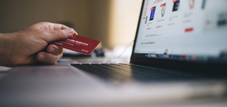 retail-business-merchandising-employee